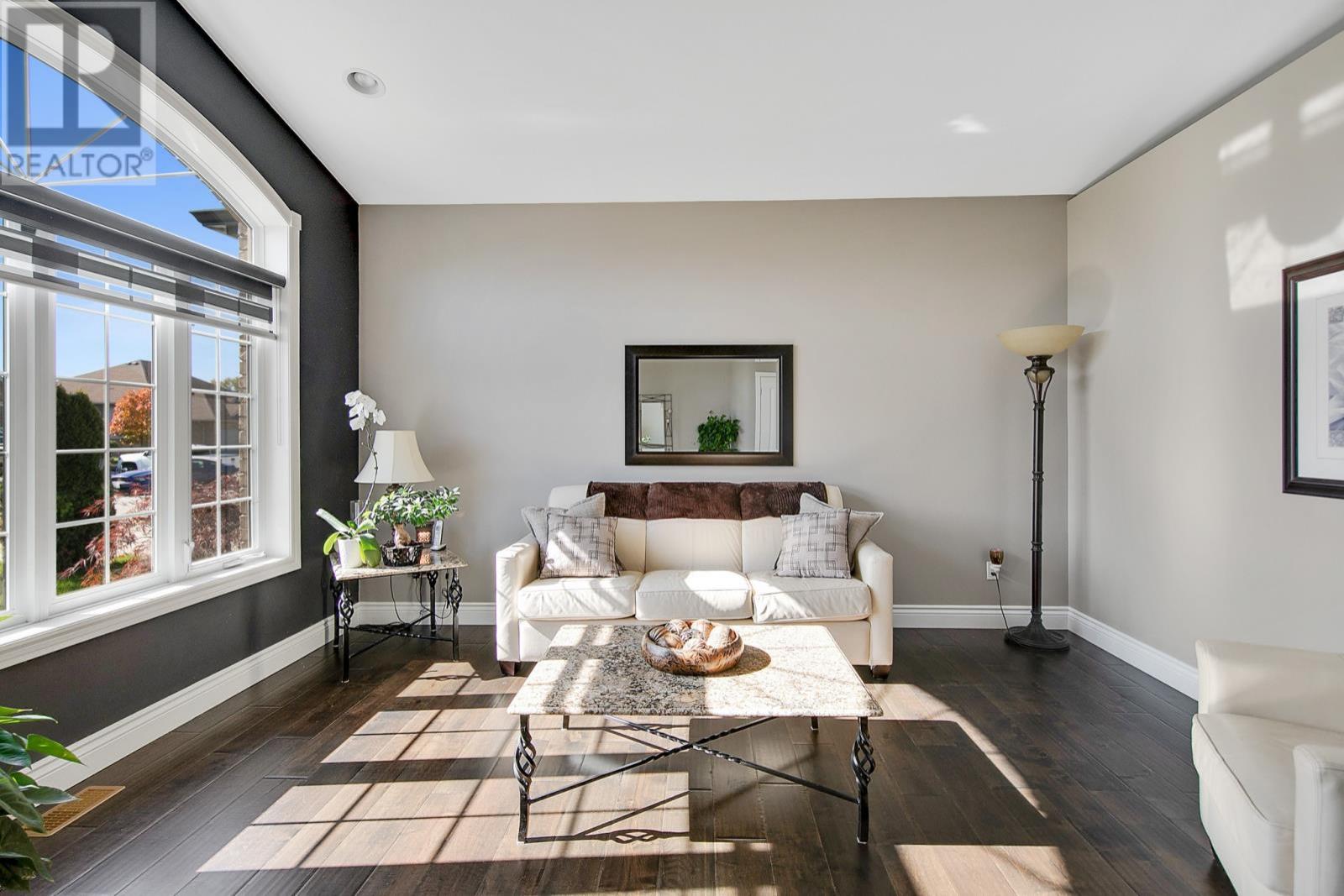 1368 Emma Street - Living Room