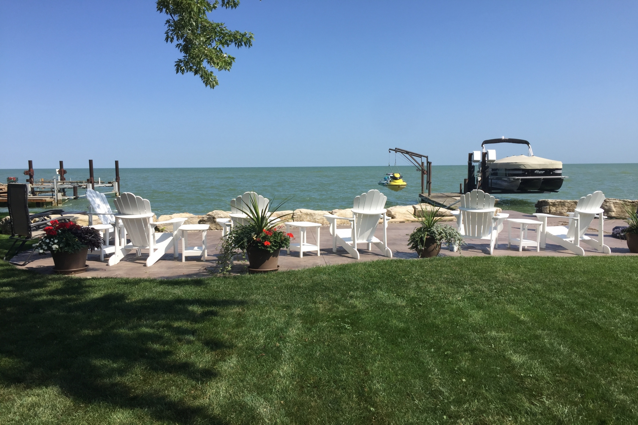 337lakeview Dr - outside